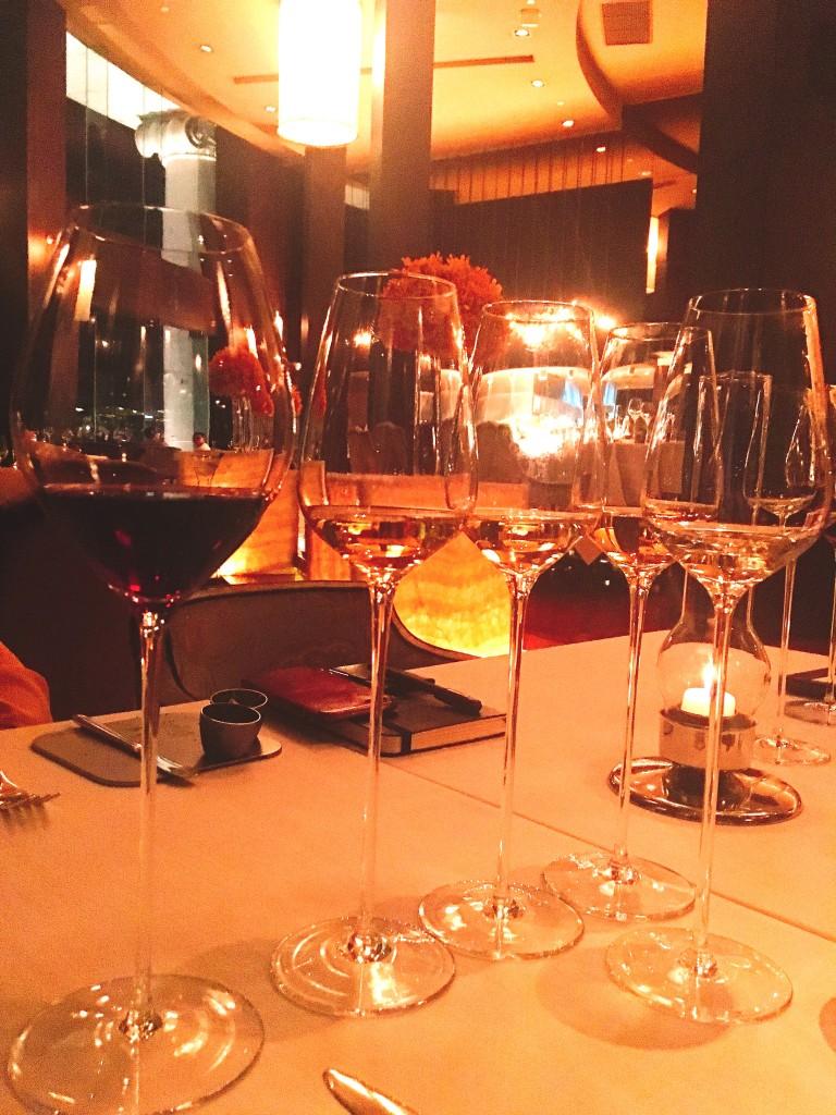 Paringsのセットを頼むと合計7杯のワインが付いてきます。