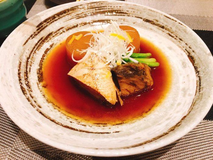 大根も味がしみていて、ぶりもホロっとお箸ですぐにほぐれます。日本酒が合います。