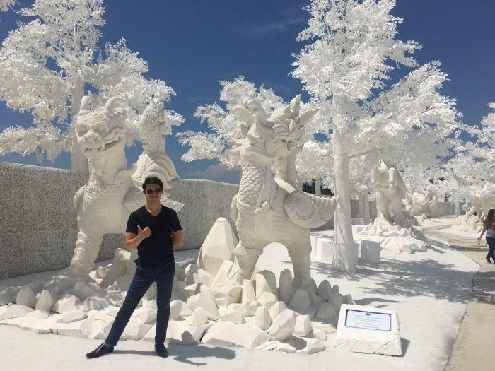 これも氷の博物館。ただ、外で何もかもが白い。木を見て見ると、本物の木に白い塗料が塗られていた。葉っぱ全てプラスチック。